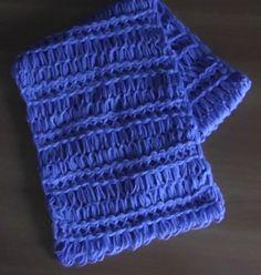 Sciarpa realizzata con la stecca telaio di Maria di Gio