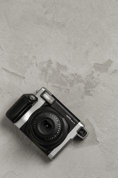 10x07 Das Fotospiel vereint kreative Fotoaufgaben für eure Gäste, mit einem Polaroidverleih.  Einfach ein Paket wählen, Filme dazubestellen und wir schicken euch das Fotospiel und die Kameras. Eure Gäste werden es lieben und ihr bekommt einzigartige, ganz echte, ganz analog Momente als Erinnerung.  #dasfotospiel #10x07 #10x07dasfotospiel  #hochzeit #spiel #gäste #fotos #fotobox #fotospiel #kreativ #analog #einzigartig #hochzeitsspiel #polaroid #kamera #fotografie #hochzeitsfoto Usb Flash Drive, Movie, Renting, Unique, Simple, Ideas, Usb Drive