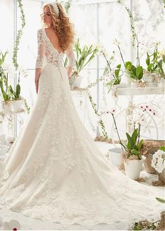 Buy discount Elegant Tulle V-neck Neckline A-line Wedding Dresses with Lace Appliques at Dressilyme.com