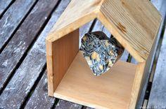 blick7: Vogelhäuschen mit Meisenknödel [DIY]