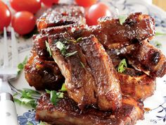 Genoeg vir 4 mense Bereiding: 15 minute Staantyd: oornag of 2 uur Gaarmaaktyd: uur kg. Braai Recipes, Rib Recipes, Dinner Recipes, Cooking Recipes, Cooking Ham, Cooking Ribs, Pizza Recipes, Yummy Recipes, South African Dishes