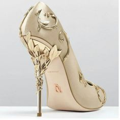 2017 High Quality Leaves Pump Fashion Metallic Designer Pointed Toe Luxury Party Wedding Shoes Woman Runway High Heels Pumps Image Size: 640 x 624 Pin Pretty Shoes, Beautiful Shoes, Cute Shoes, Me Too Shoes, Women's Shoes, Shoe Boots, Shoes Style, Dress Shoes, Gold Bridal Shoes