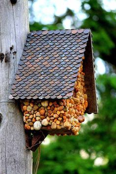 Birdhouse with Penny Roof http://www.woohome.com/diy-2/21-lovely-diy-lifehacks-that-use-a-penny