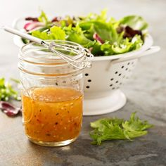 Salatele sunt alegerea perfecta atunci cand vrei sa mananci ceva sanatos si usor si le poti combina cu tot felul de dressinguri delicioase, astfel incat sa te bucuri de o gustare pe cinste.