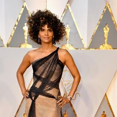 Halle Berry Shut Down the Oscars Red Carpet in Custom Atelier Versace