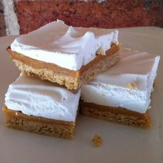 Caramel Marshmallow Slice - A sweet treat that will be a hit with those who love sweet slices. Great for parties and morning teas. Baking Recipes, Cake Recipes, Dessert Recipes, Desserts, Baking Hacks, Marshmallow Slice, No Bake Slices, Cake Slices, Dessert Bars