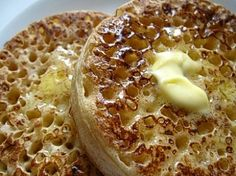 (I would agree, these are the best recipe I've found for crumpets!) The web's best crumpet recipe, for that perfect English teatime treat English Crumpets, Tea And Crumpets, Croissants, Bagels, Scones, Traditional English Food, Biscuits, European Cuisine, Afternoon Tea
