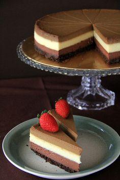 Triple Layer Cheesecake - the BEST, creamiest, richest cheesecake you'll ever make, in dark chocolate, white chocolate & Kahlua coffee flavor!! | rasamalaysia.com