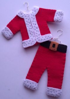 Hey, I found this really awesome Etsy listing at https://www.etsy.com/listing/171679559/set-of-2-handmade-felt-ornaments-santas
