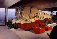 Designed by John Lautner in The Elrod House in Palm Springs was used as a location for the James Bond classic 'Diamonds Are Forever'. John Lautner, Mid-century Interior, Modern Interior Design, Interior And Exterior, Contemporary Interior, Palm Springs, Be Design, Design Ideas, Vintage Interiors