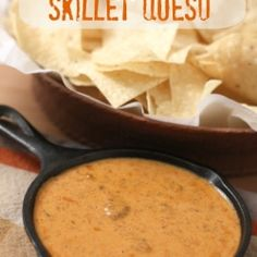 Chili'a Skillet Queso - This tastes EXACT to Chili's amazing queso and you won't be able to get enough of it!