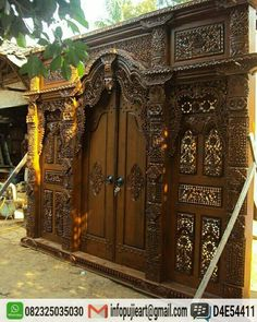 Pintu utama klasik ukir