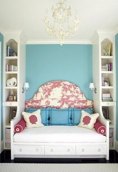 Small bedroom - Headboard, day bed built ins