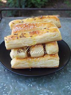 Još jedne slane zanimacije.      Potrebno je:  500 gr sitnog sira  250 gr putera ili margarina  1 prašak za pecivo  500 gr brašna  1 jaje  ...