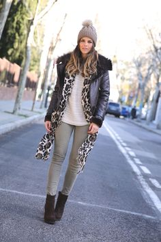Natalia Casabas is wearing an aviator jacket from Boulevard, beige top from Mango, olive trousers from Zara and the hat is from Kiluka Miluka.