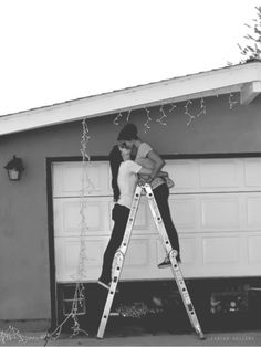 THIS IS THE MOST ROMANIC THING I LOVE CHRISTMAS LIGHTS AND I LOVE LOVE SO I AM CURRENTLY DIEING LOOKING AT THIS.