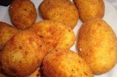 L'arancino di riso è un piatto tipico dalla tradizione culinaria popolare siciliana, nato per un riutilizzo degli avanzi di cucina. Negli anni la ricetta base, con gli impasti e i  ripieni più semplici e poveri, è  stata arricchita da tanti altri ingredienti, fino ad avere oggi gli arancini fantasiosi e con tanti diversi ripieni che tutti conosciamo. Si possono trovare, infatti, arancini al ragù, al prosciutto, ai piselli, al formaggio, agli spinaci,... E molti altri ancora. Questa…