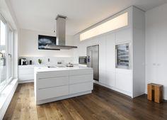 Küche P8 in weiß lackiert ohne Griffe