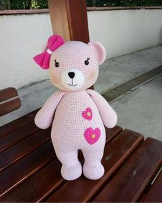 For those who want to prepare Amigurumi, there are a variety of Amigurumi recipes. Gorgeous and Amigurumi recipes that I like yaai Knitted Teddy Bear, Crochet Teddy, Crochet Bear, Crochet Animals, Crochet Dolls, Free Crochet, Amigurumi Patterns, Amigurumi Doll, Crochet Patterns