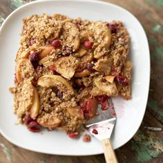Apple Cranberry Crisp  5  cups thinly sliced peeled apples  1  cup fresh cranberries  2  tablespoons granulated sugar  1/2  teaspoon ground cinnamon  1/2  cup quick-cooking rolled oats  3  tablespoons packed brown sugar  2  tablespoons all-purpose flour  1/2  teaspoon ground cinnamon  2  tablespoons butter