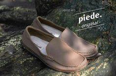 The good 90's.brand local bandung indonesia. Harga : 270. 000 Size.   : 39, 40, 41, 42, 43 Info pemesnan  Line : baneshop Wa   : 0853-2030-4422 Bbm : 5F83C00E