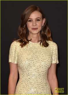 Carey Mulligan dazzles in sequin-embellished gown at Governors Awards Carrie Mulligan, Pale Yellow Dresses, Celebrity Short Hair, Embellished Gown, Old Actress, Gal Gadot, Hollywood Celebrities, Famous Faces, Awards