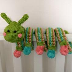 Haakpatroon Kronkelbeestje Rups Crochet 101, Crochet Gifts, Crochet For Kids, Crochet Toys, Crochet Animal Patterns, Stuffed Animal Patterns, Crochet Animals, Baby Lovey, Chunky Yarn