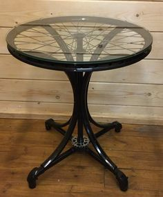 Our bicycle wheel table is now finished! The table has been created from three bicycle wheels and a rear cassette sprocket. Powder coated in gloss black for a super shiny finish and complete with a toughened glass table top. Diy Furniture Projects, Metal Furniture, Repurposed Furniture, Furniture Design, Diy Projects, Spartanischer Helm, Diy Home Crafts, Diy Home Decor, Bicycle Decor