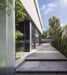 Carried out in the slightest details: moderner Garten von Paul Marie Creation