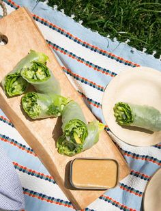 Summer Salad Rolls with a peanut dipping sauce is a healthy vegetarian salad wrap that will be your new lunch time favorite