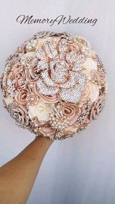 Champagne brooch bouquet, rose gold jeweled - Decoration Fireplace Garden art ideas Home accessories Wedding Brooch Bouquets, Diy Bouquet, Tulip Bouquet, Bridesmaid Bouquets, Peonies Bouquet, Broch Bouquet, Brooch Bouquet Tutorial, Brooch Boutonniere, Bling Bouquet