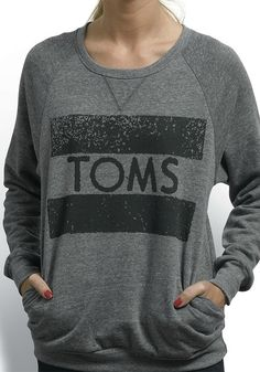 Enjoy the weather in the TOMS Classic Crew, in heather grey.