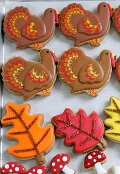 Embellishing Cookies – 5 easy ways to add visual interest to your cookies - Kochen * Plätzchen und Pralinen - Thanksgiving Turkey Cookies, Leaf Cookies, Fall Cookies, Iced Cookies, Cute Cookies, Cut Out Cookies, Holiday Cookies, Cupcake Cookies, Sugar Cookies