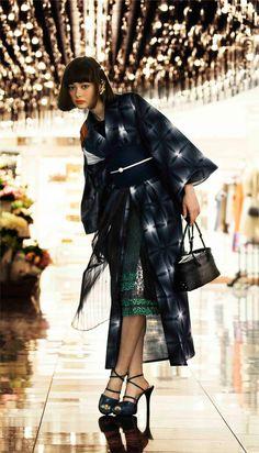 Kimono with High heels Yukata Kimono, Kimono Dress, Kimono Style, Yohji Yamamoto, Modern Kimono, Kimono Design, Inspiration Mode, Japanese Outfits, Japan Fashion