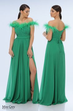 Have all eyes drawn on you from the moment you enter the room in our green Marilyn maxi dress! She features a sweetheart neckline accessorized with feathers, a high side slit and includes a back zipper closure. She is composed of smooth veil fabric. Maxi Dresses, Bridesmaid Dresses, Wedding Dresses, All About Eyes, Veil, Feathers, Smooth, Neckline, Closure