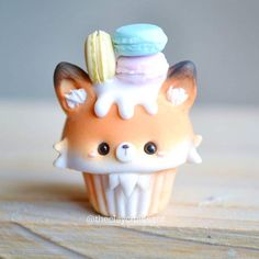 The 10 Best Handicrafts Today (with Pictures) - Fox Cupcake with Macarons i . - The 10 Best Handicrafts Today (with Pictures) – Fox Cupcake with Macarons i … - Polymer Clay Cupcake, Polymer Clay Charms, Polymer Clay Creations, Fimo Kawaii, Polymer Clay Kawaii, Photo Cupcake, Dessert Kawaii, Cute Baking, Kids Baking