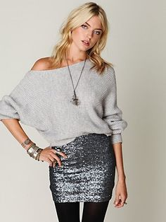I love this grey sweater paired with the silver sequin skirt! 24 Easy Sytish Ways to Recreate Sequin Skirt Outfits Silver Sequin Skirt, Sparkly Skirt, Sequined Skirt, Mode Outfits, Skirt Outfits, Vegas Outfits, Party Outfits, Club Outfits, Birthday Outfits