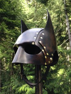 A handmade leather batman helmet. Made by artist Ian Finch-Field of SkinzNhydez leather armoury. Hand cut and moulded. Hand painted and aged, riveted together using brass rivets to give it a steampunk vibe. Style Steampunk, Steampunk Gears, Steampunk Cosplay, Steampunk Fashion, Steampunk Motorcycle, Steampunk Goggles, Batman Cowl, Im Batman, Batman Suit