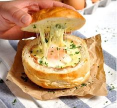 Ham Egg and Cheese Bread Bowls. Not a single baking tray pot or kitchen utensil needs washing. Ham Egg and Cheese Bread Bowls- Great for feeding an army and making ahead. Crack Bread, Recipetin Eats, Campfire Food, Campfire Recipes, Best Camping Recipes, Best Camping Food, Food To Bring Camping, Bread Bowls, Cheese Bread