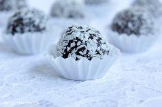 Schoko-Baileys-Kugeln,Themomix-Rezept Dessert, Snow Globes, Sweets, Breakfast, Super, Food, Good Food, Chocolate Candies, Eten