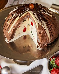 Ice Cream Christmas Pudding Bombe Aussie Christmas Pudding version we should all have a version of! (Or three! Xmas Desserts, Ice Cream Desserts, Frozen Desserts, Just Desserts, Christmas Lunch, Christmas Cooking, Aussie Christmas, Merry Christmas, Christmas Goodies