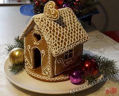 Mézeskalács-házikó - Kreatív+Hobby Alkotóműhely Xmas, Christmas, Gingerbread, Food And Drink, Sweets, Bird, Outdoor Decor, Desserts, Home Decor