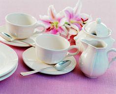 """Klasyczne piękno na Twoim stole z kolekcją naczyń """"Petit Blanc"""" od Zeller Keramik."""