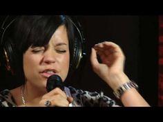 Lily Allen -- The Fear -- LIVE acoustic version @ Studio Q...love her!