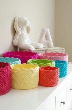 Crochet A Gorgeous Set Of Rainbow Nesting Baskets You will love these Crochet Rainbow Nesting Baskets and we have a fabulous free pattern for you to try. Be sure to check out the Crochet Stacking Bowls too. Crochet Diy, Crochet Storage, Crochet Home Decor, Love Crochet, Crochet Gifts, Crochet Ideas, Crochet Quilt, Vintage Crochet, Crochet Basket Pattern