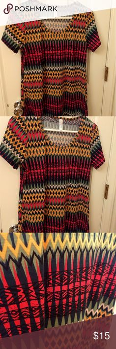 Lularoe classic t xs nwot classic t This listing is for a NWOT lularoe classic t shirt. It's a fun colorful modern print in new condition just too small for me. It has a flattering high low style. LuLaRoe Tops Tees - Short Sleeve