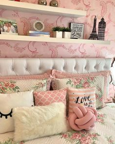 Agora sim , lá vamos nós para mais um dia! Cama posta com muito amô minha gente! Um dia abençoado pra nós . . #lardocelar… Pink Bedroom Decor, Rooms Home Decor, Dream Bedroom, Girls Bedroom, My Room, Girl Room, Cute Teen Rooms, Small Bedroom Designs, Stylish Bedroom