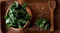 They're crisp, green, salty, taste freakily like salted potato crisps - and they're made from kale, a member of the cabbage family renowned for its high . Vegetarian Recipes, Cooking Recipes, Healthy Recipes, Savoury Recipes, Kale Chip Recipes, Potato Crisps, Kale Chips, Eat Smart, Greens Recipe
