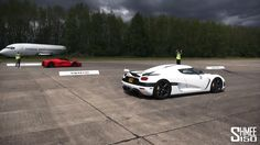 DRAG RACE: LaFerrari vs Koenigsegg Agera - Vmax Hypermax
