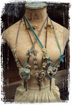 Love the old aged-colored fabric with turquoise. Jewelry Crafts, Jewelry Art, Vintage Jewelry, Handmade Jewelry, Jewelry Design, Textile Jewelry, Fabric Jewelry, Textiles, Mixed Media Jewelry